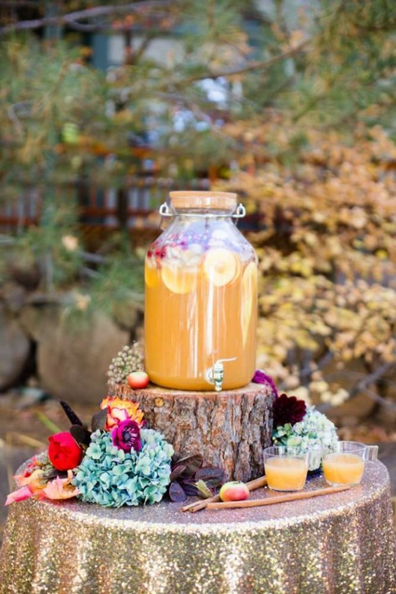 Colorful-Autumn-Outdoor-Party-Beverages