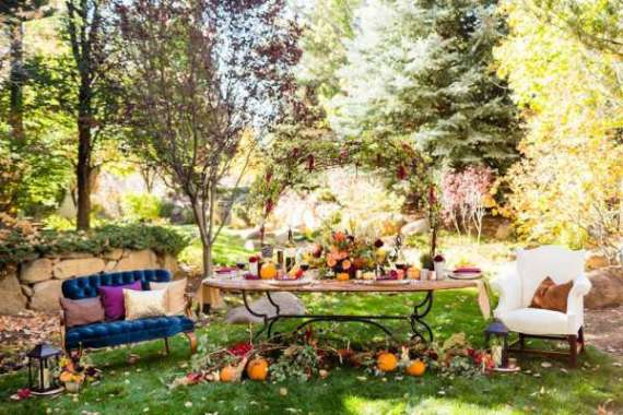 Colorful-Autumn-Outdoor-Party-Guest-Seating