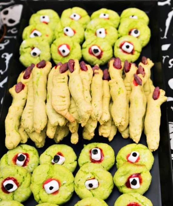 Playful-And-Spooky-Pumpkin-Halloween-Party-Desserts