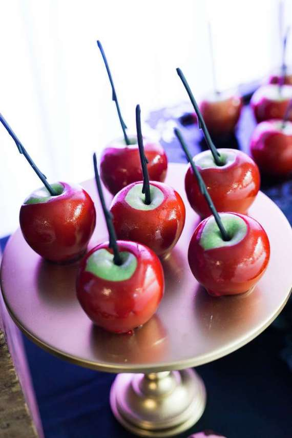 Spooky-Witches-Den-Party-Red-Candied-Apples