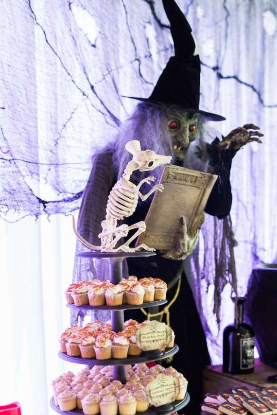 Spooky-Witches-Den-Party-Scary-Decor
