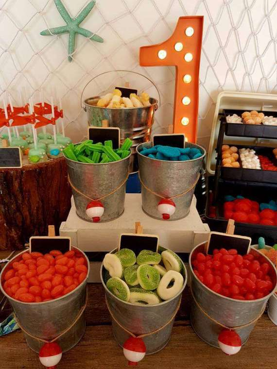 Bait-Shop-Birthday-Table-Candy-Pails