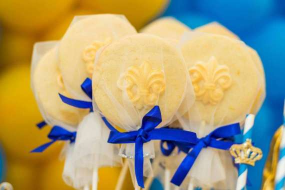Blue-And-Yellow-Royal-Prince-Birthday-Lollipops