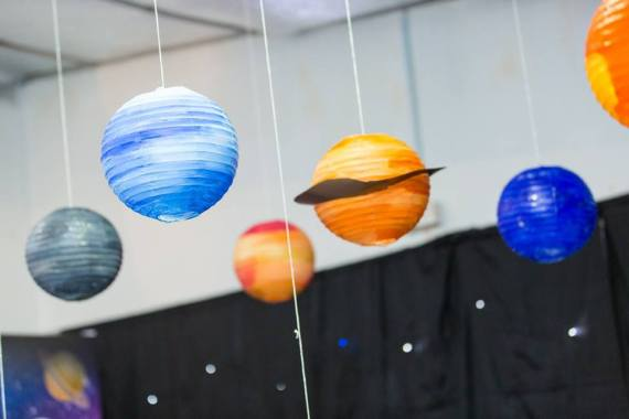 Galactic-Birthday-Celebration-Hanging-Lanterns