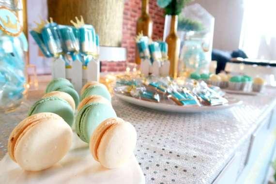Royal-Tiffany-Inspired-Blue-And-Gold-Birthday-Macarons