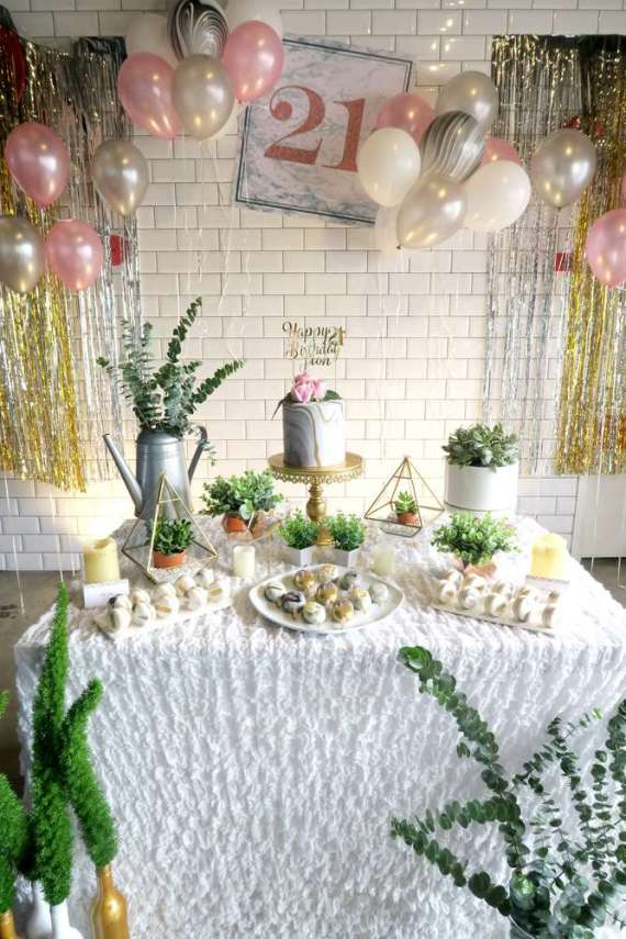 Whimsical-Marble-Birthday-Party-Desserts