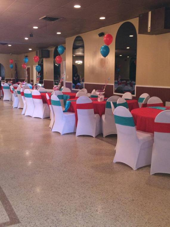 Dr.-Seuss-Birthday-Party-Guest-Tables