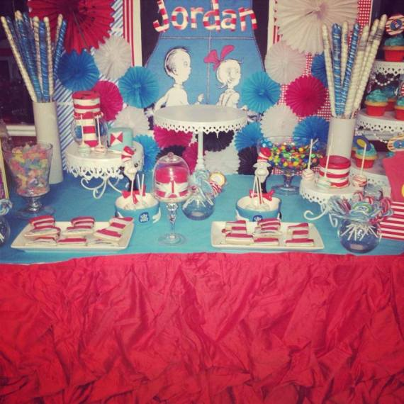 Dr.-Seuss-Birthday-Party-Table-Decorations