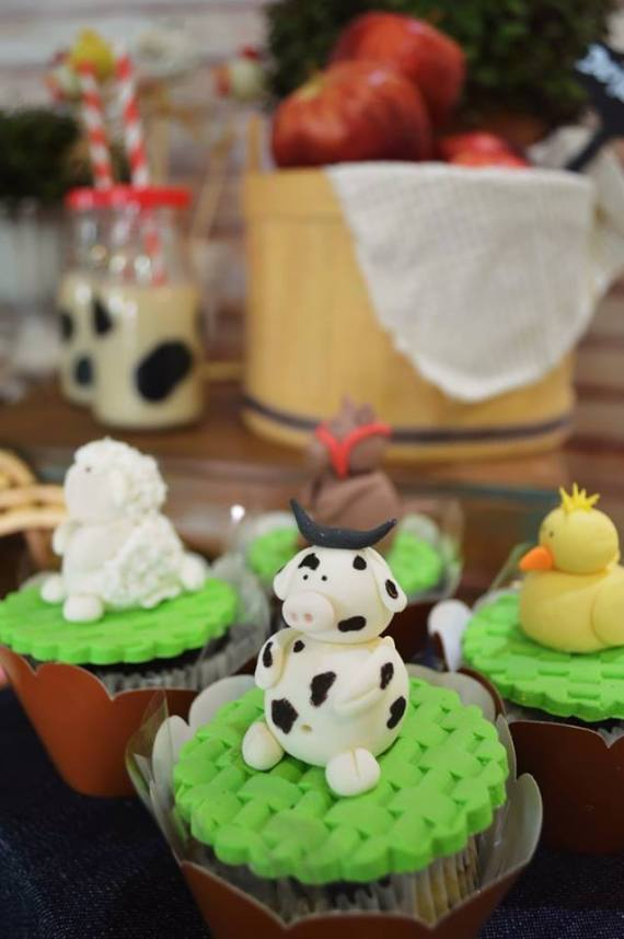 Farm-Adventure-Birthday-Party-Animal-Cupcakes