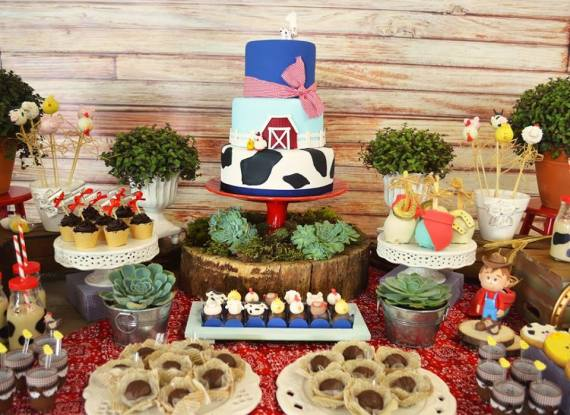 Farm-Adventure-Birthday-Party-Cake