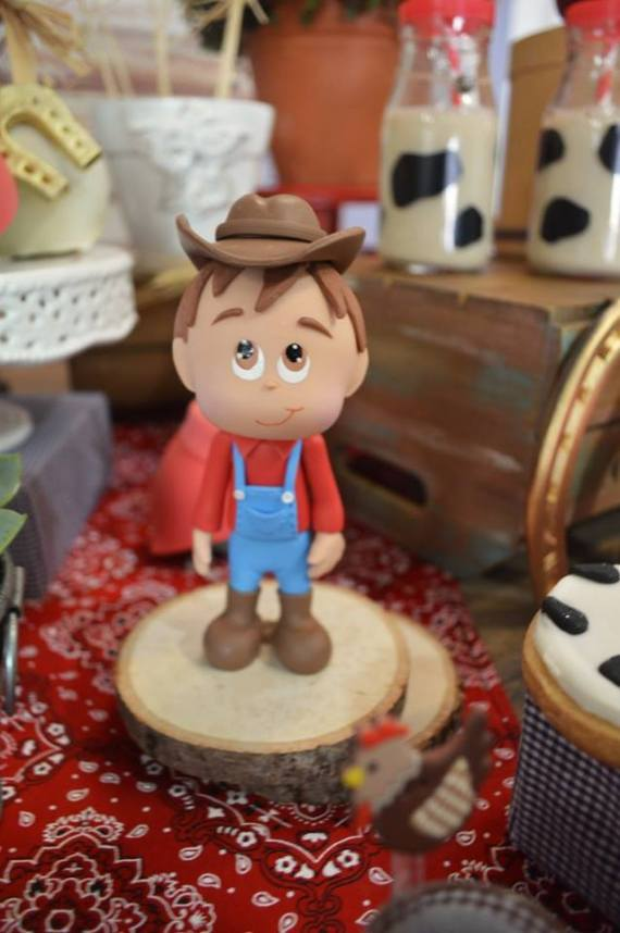 Farm-Adventure-Birthday-Party-Farmer-Decor