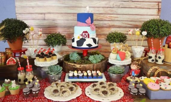 Farm-Adventure-Birthday-Party-Treat-Table