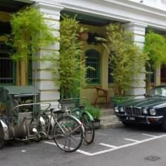 Jaguar nebst Rickshaw.