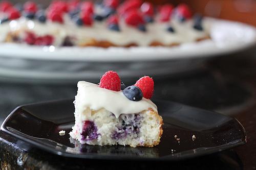 berry yogurt cake 7