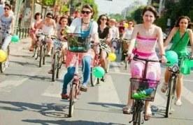 Se caută cea mai activă biciclistă din Brașov. Pe 10 septembrie toate brașovencele sunt invitate la SkirtBike