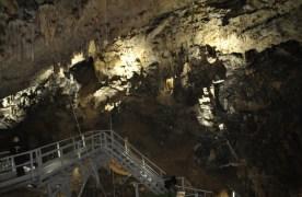 Peștera Valea Cetății, un loc mirific descoperit abia în 1949