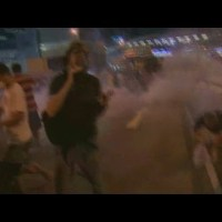 Video: Ferguson police vs Hong Kong police in anti-protest tactics