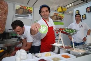 Sorgt für frischen Wind: Mustafah mit Gemüsekebab und flotten Sprüchen