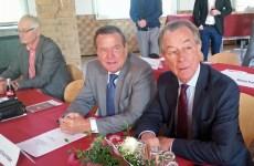 Gerhard Schröder und Franz Müntefering in Stemel.  (Foto: Klaus Plumper)