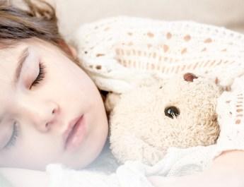 Jak nauczyć dziecko samodzielnie zasypiać?