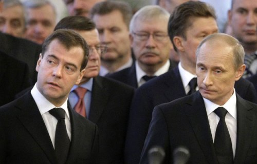 Putin y Mevdevev, dúo dinamico de la política rusa, según cable filtrado por Wikileaks