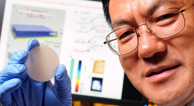 Nanowire sensor converts pressure into light, may lead to supersensitive touch devices