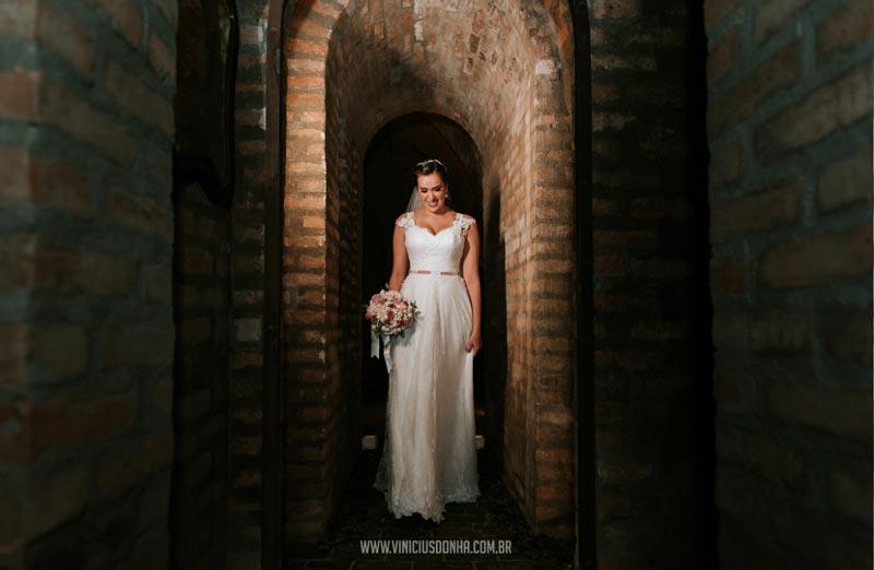 Mini wedding em uma adega subterrânea: Diana e Hideiki - noiva