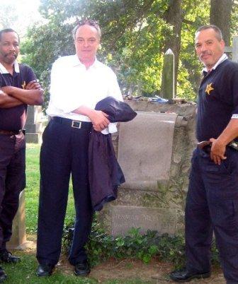 En la tumba de Melville, en el Bronx.