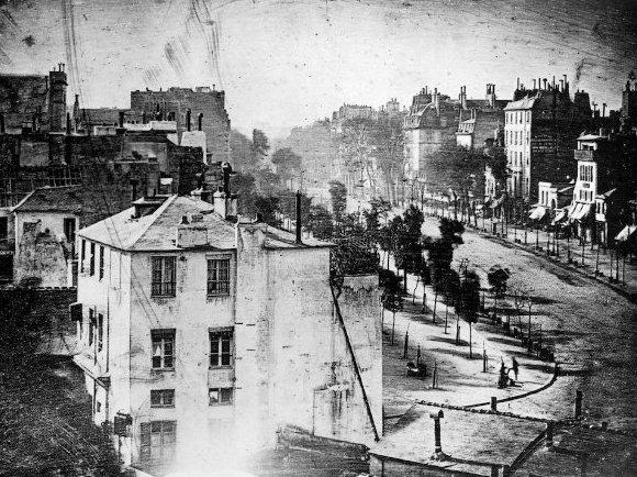 El primer ser humano en una fotografía. (daguerrotipo del Boulevard du Temple)