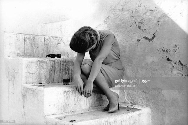 Romy Schneider sur le tournage du film 'Dix heures et demie du soir en été' (10:30 P.M. Summer) réalisé par Jules Dassin en 1965 en Espagne . (Photo by Giancarlo BOTTI/Gamma-Rapho via Getty Images)