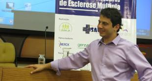 Dr. Victor Marçal Saab, neurologista pela Universidade de Marília, foi residente na Santa Casa de São Paulo. Ele é especialista em Esclerose Múltipla e em doenças desmielinizantes pelo CATEM desde 2013. É responsável também pelo corpo clínico da AME desde 2012. Foto: Dalila Ferreira