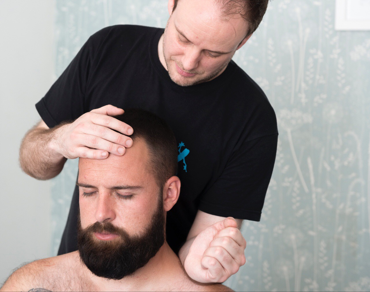 neck-massage-with-indian-head-massage