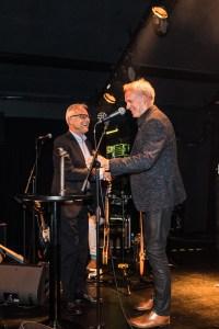 Jørn Bjerre overrækker Årets Blues Livepris til Uffe Steen