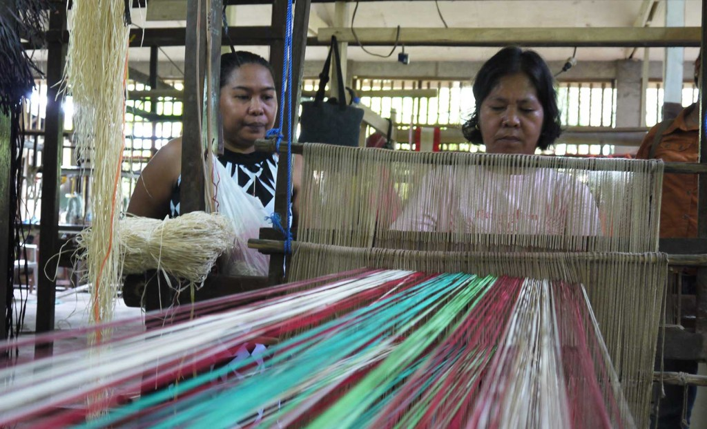 tubigon-loom-weaving-experience-tour