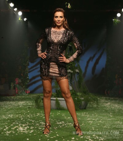 Lakme Fashion Week 2017: Iulia Vantur makes a sizzling debut on the runway - watch video ...