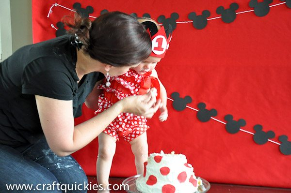Baby's First Minnie Mouse Birthday Party from Craft Quickies - So much cute and easy ideas!