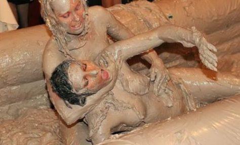 bikini-mud-wrestling-1