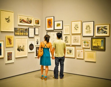 Couple in a museum with paintings on the wall
