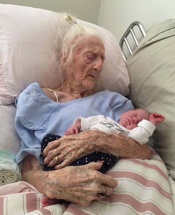 recien-nacida-nina-conoce-su-bisabuela-de-101-anos-rosa-camfield (3)