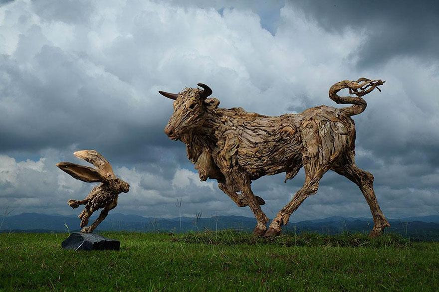 esculturas-criaturas-madera-deriva-james-doran-webb (4)