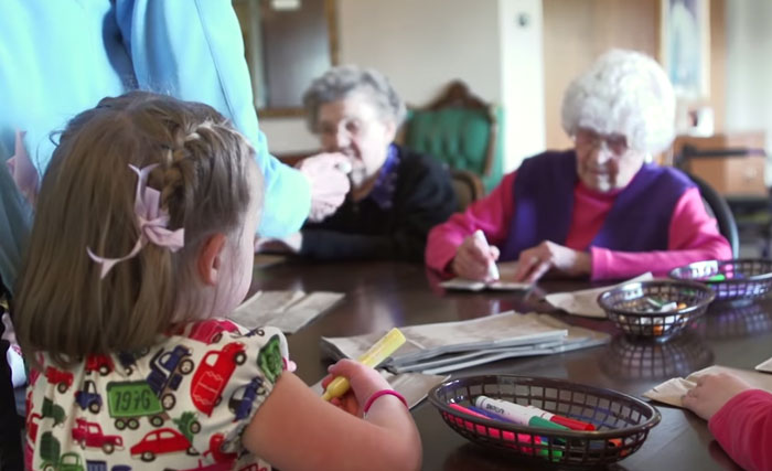 ninos-preescolar-residencia-ancianos-amistad (1)