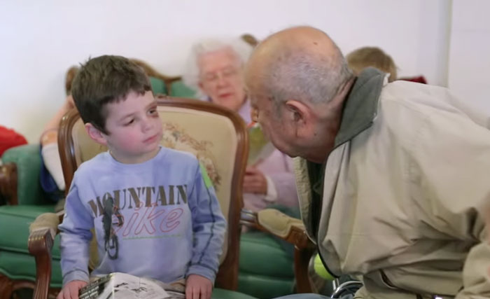 ninos-preescolar-residencia-ancianos-amistad (9)