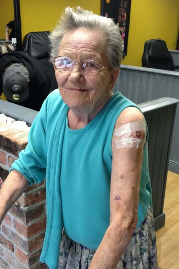 anciana-escapa-residencia-primer-tatuaje (3)