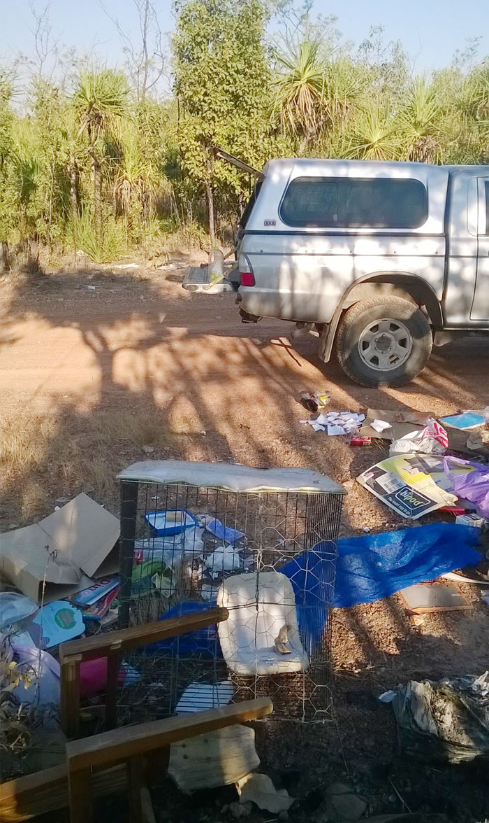 basura-ilegal-devuelta-casa-frederick-tomlinson-australia (7)