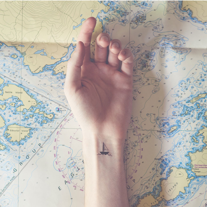 fotos-conceptuales-tatuajes-diminutos-munecas-austin-tott (11)