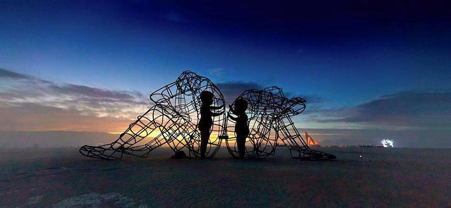 escultura-amor-ucrania-aleksandr-milov-burning-man-festival (2)