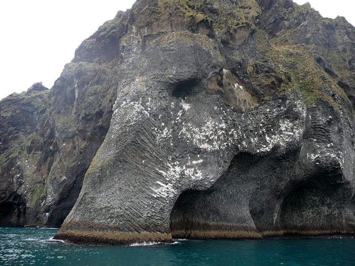 elefante-formado-de-rocas-heimaey-islandia (1)
