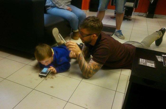 peluquero-corte-pelo-nino-autista-mason-james-williams (4)