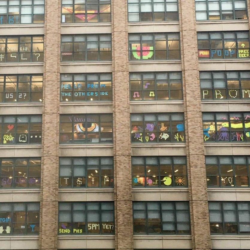 guerra-postits-edificios-oficinas-nueva-york (1)