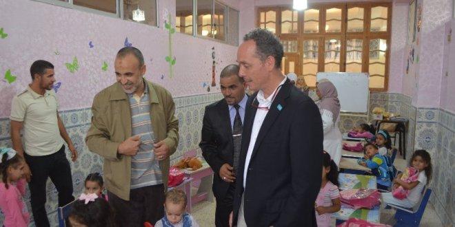 مارك لوسيه ممثل اليونسيف في زيارة لمسجد بلحطاب ببوسعادة